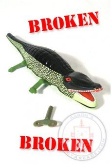 Crocodile Tin Toy ***Broken